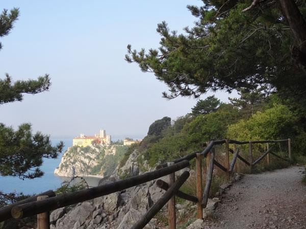 Rilkeweg mit Schloß Duino