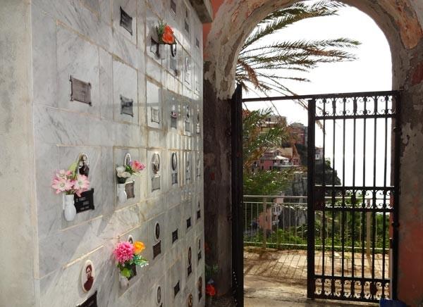 manorola Friedhof
