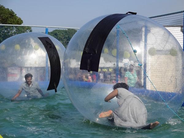 Bubble-Bespaßung für die Besucher des Neddles-Parks.