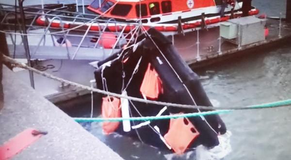 Bergung einer angetriebenen rettungsinsel auf Sylt
