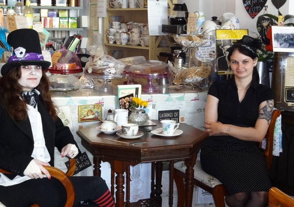"It´s Teatime bei Mrs. Jones im ""Jolly Nice Cafe"" in East Cowes"