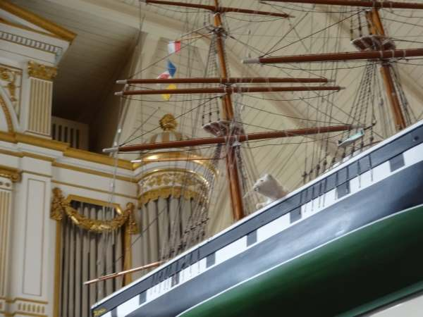 Schiff ahoi ... arme Kirchenmaus im Kirchenschiff Karlshamn
